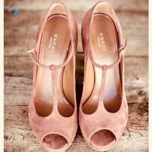 Gucci Peach Suede T-strap sandal pump